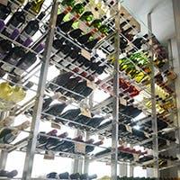 常時200本以上取り揃えた厳選ワイン