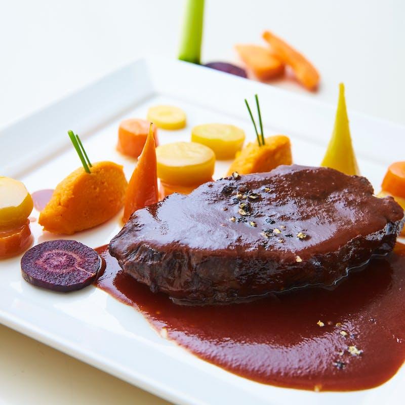 【贅沢コース】前菜盛り合わせ、選べるメインなど全4品+乾杯スパークリング