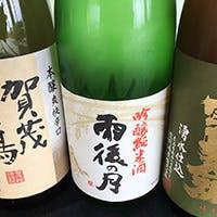 地酒を中心に焼酎・ワインなど多彩に揃う