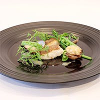 「季節の食材がもつ魅力をコース料理として表現」