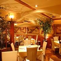 麻布十番の大人の集う、シックな老舗レストラン