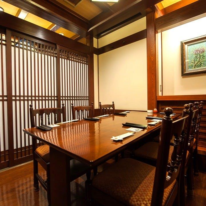 完全個室 6部屋完備(2名様~最大12名様まで)着席可能。