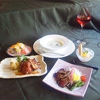 フレンチから和食まで経験豊富な料理長が作ったお料理をお楽しみください