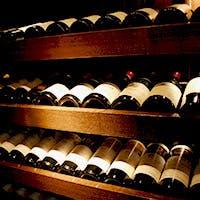 約800本の銘醸ワインが揃うワインダイニング