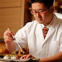 多種多様な包丁から生み出されるお料理。日本酒の旨さに気付かされる日本料理店