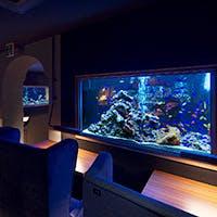 日本最大級のアクアリウムダイニング 1万匹の熱帯魚が泳ぐ圧倒的スケール