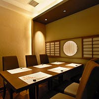 六本木駅より徒歩1分の好立地 ご接待や会食に相応しい個室を完備