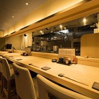 会食や接待に最適な個室と職人技と会話を愉しむカウンターが魅力