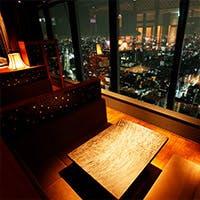 世界でも屈指の大都会、東京の景観を大切な方と摩天楼より