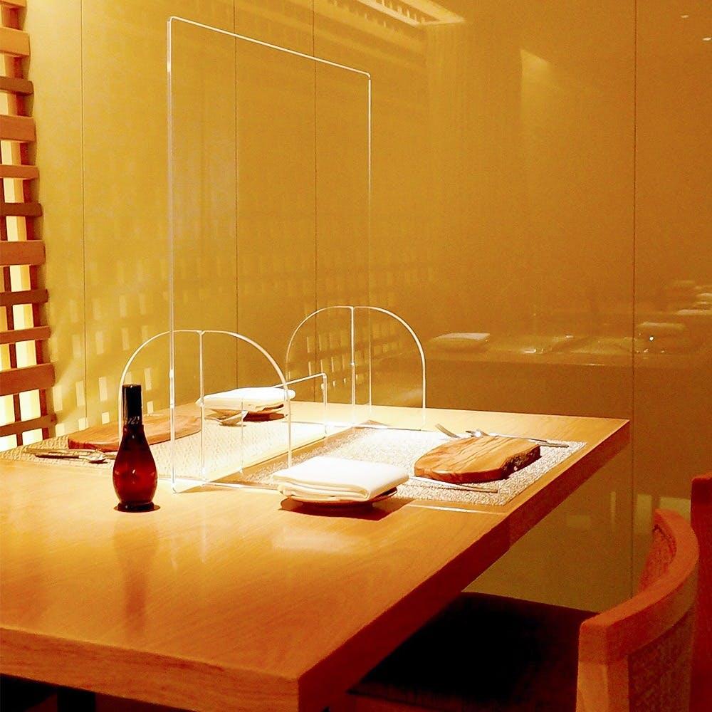 各テーブル、各化粧室に安定型次亜塩素スプレーを完備