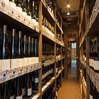 200種以上の自然派ワインと本格フレンチが味わえるビストロ&ワインショップ