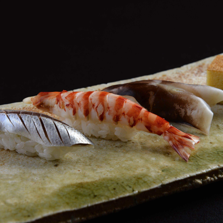 名店「かが万」の系譜を受け継ぐ、江戸前寿司と至高のおもてなしを