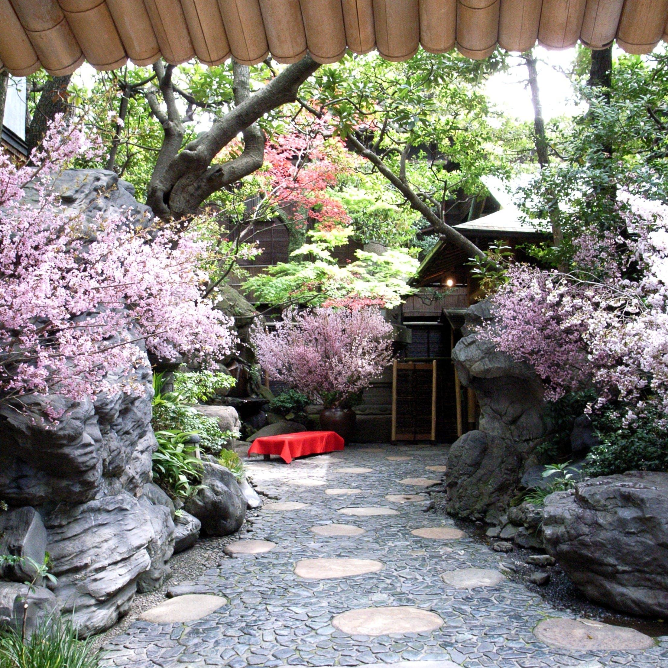 天地山海の恵みに心を込めて、日本料理の粋をお届けします