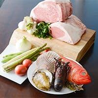 生産履歴証明付きの安全な牛肉など、こだわりの食材を目の前で豪快に焼き上げます