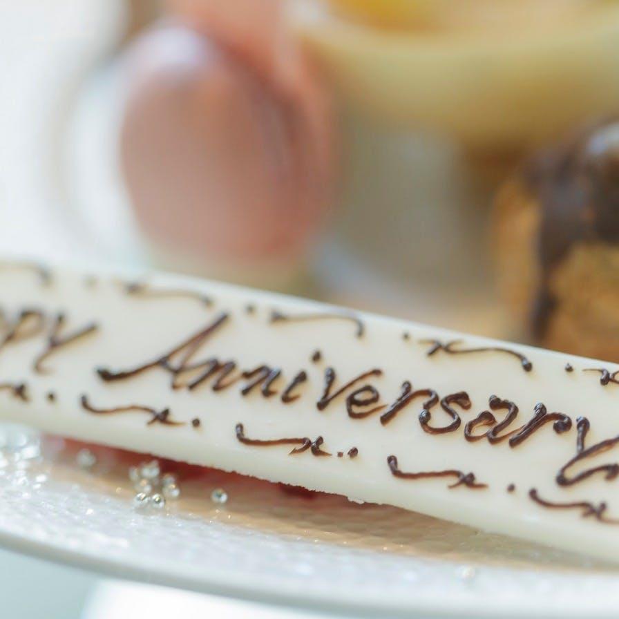 記念日のお祝いを演出 HAPPY ANNIVERSARYプレート!