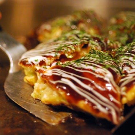 大阪人が焼くお好み焼きを、銀座で味わえる
