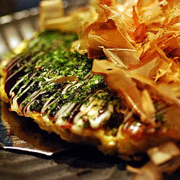 自慢のお好み焼きをはじめ、気取らない大阪の鉄板焼を堪能