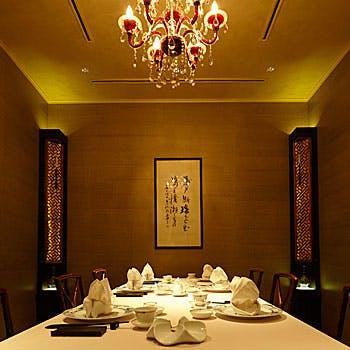 【乾杯スパークリング付】北京ダックや黒酢酢豚、ふかひれと鶏肉土鍋そばなど贅沢中華を愉しむ全7品