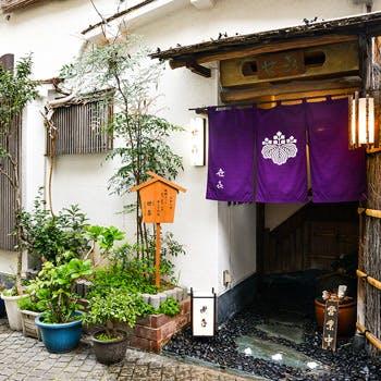 古き良き神楽坂の風情が残る、1974年創業の老舗会席料理店