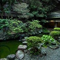 緑溢れる都会のオアシス。個室も完備し、慶事祝席に相応しい一軒