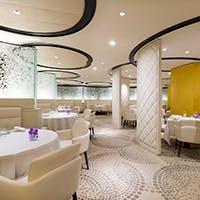モダンで洗練されたレストラン 王道フレンチを提供するグランメゾンの神髄を