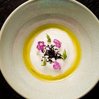 料理数15種類以上、ストーリーを愉しむような一皿一皿