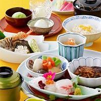 料理長 山脇茂が織りなす四季折々の厳選食材を使った渾身の料理をぜひご堪能下さい