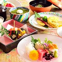目で楽しみ、舌で味わう。日本料理の真髄をお届け致します