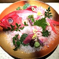コース料理以外にも、こだわり鮮魚のお造りなどアラカルトメニューも充実