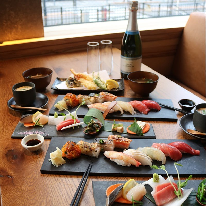 【寿司おまかせ9貫「極」コース】名物炙り寿司・握り・旬の刺身含む全7品