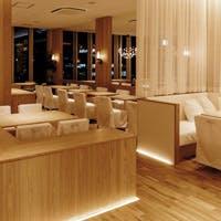 KITTE博多9階、夜景の見えるお洒落な空間で非現実的な時間をお過ごしください