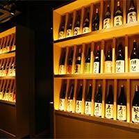 日本各地から150種以上取り揃えた日本酒、奥深い国酒の世界へ