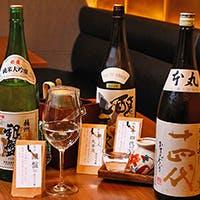日本各地から100種以上取り揃えた日本酒、奥深い国酒の世界へ