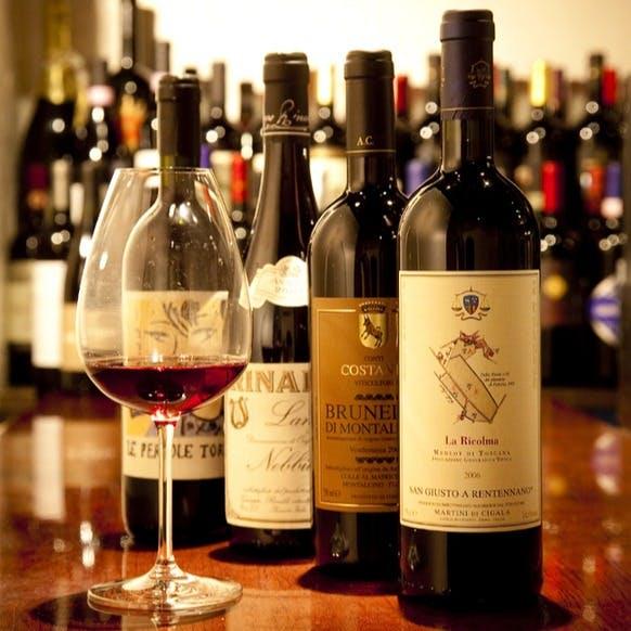 常時350種以上の豊富なワインのラインナップ