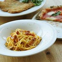ピッツァを中心に、厳選されたワインや素材を活かした料理の数々