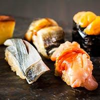 「少しずつを沢山味わう」がコンセプトの本格江戸前鮨コース