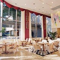 笑顔が輝き会話が弾む、宝塚ホテルのカジュアルレストラン