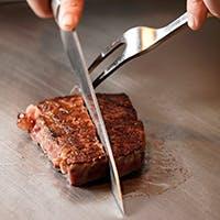 目前に迫る調理の躍動感、五感で楽しむ鉄板焼の醍醐味
