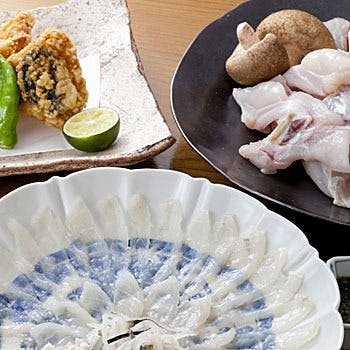 四季折々の日本料理と、手打ち十割蕎麦が味わえる隠れ家割烹。