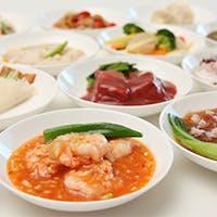 食材にこだわった本格中華料理を、多彩なアラカルトで楽しむ。