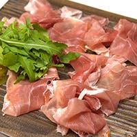 サイドディッシュやアラカルトなどは伝統的イタリアンとNYテイストのアンティパスト