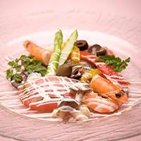 お肉、お魚、お野菜…こだわりの厳選食材を使用したお料理の数々