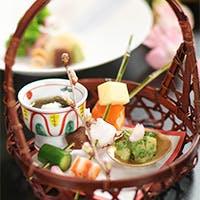 旬の素材を厳選し、料理人の繊細な技を一品々に施した本物の京会席