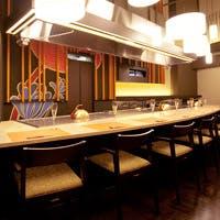 モダンジャパニーズの空間で極上の鉄板焼を愉しむ贅沢なひと時を