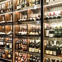料理とワインのマリアージュ、歓談に華を添える一杯