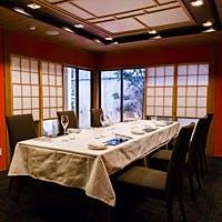 和と洋の調和「メインダイニング」とプライベート感たっぷりの「完全個室」