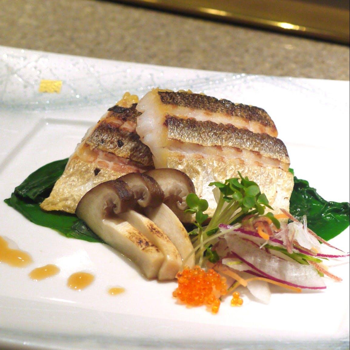 日本料理・鉄板焼・鮨処の3コーナーをもつ「和」の複合店
