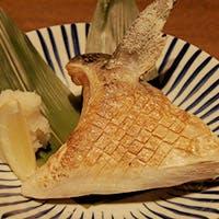 旬の魚介類をまるごと炭火で調理
