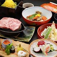 四季折々の素材を使ったお食事は、多彩なメニューとともに