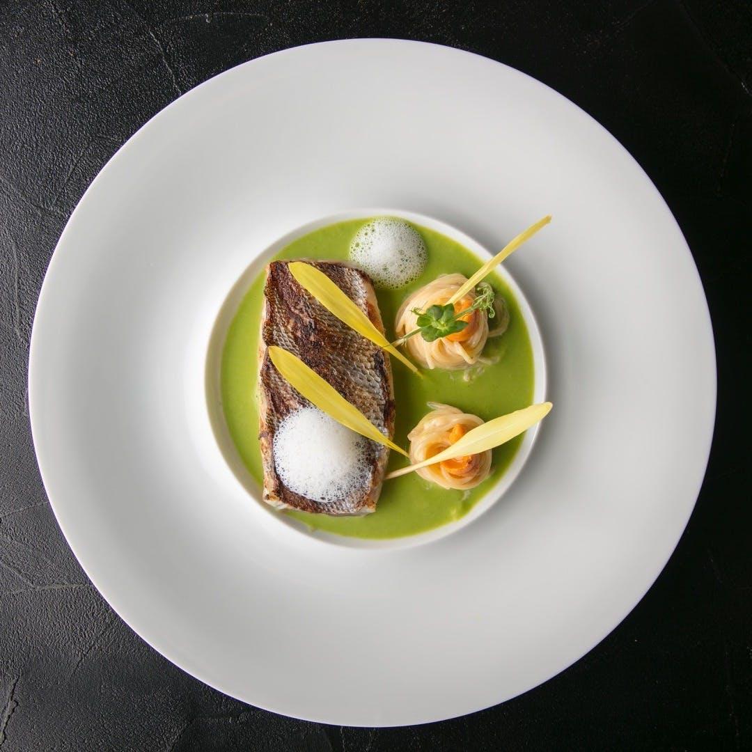 豊富な種類の肉料理、斬新なスタイルのシーフードを満喫してください。
